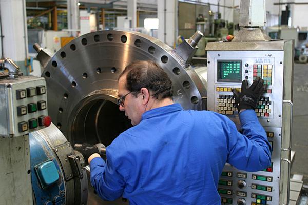 Plug valve, guide tube machining