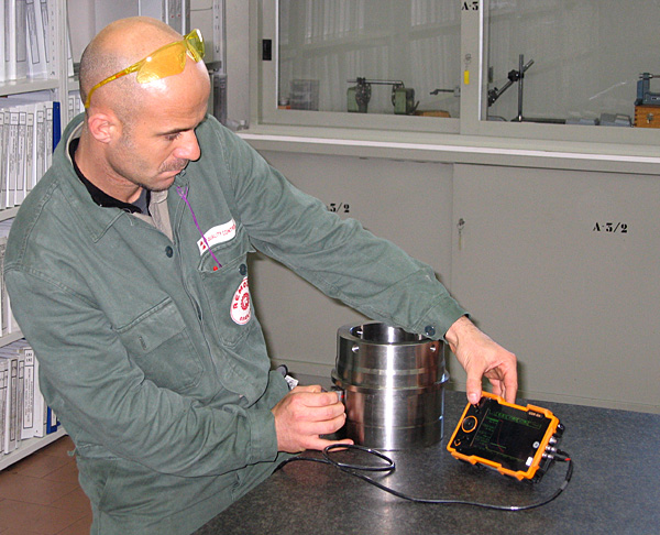 Ultrasonic test on a stainless steel valve bushing