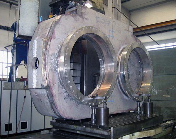 Two-port diverter valve, stainless steel: bottom plate during machining