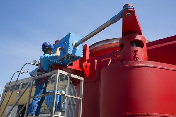 Diverter valve assembling before testing